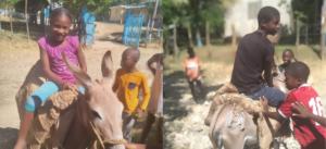 Haïti : les enfants profitent des joies de l'été malgré tout
